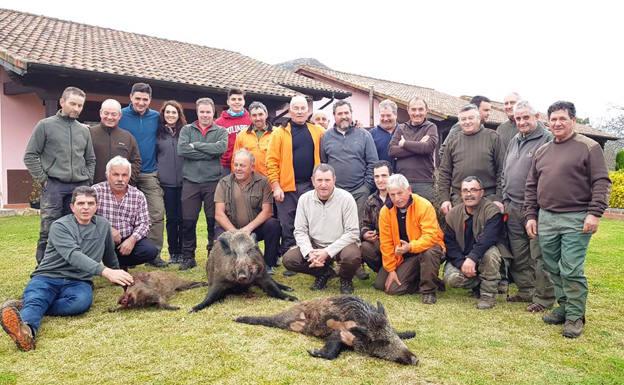Triplete en el cuartel de Maliciegu para la cuadrilla que gestiona Luis Sierra en Onís. :: Pepillo