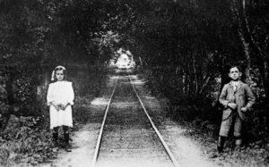 Camino de hierro entre San Juan y Salinas.